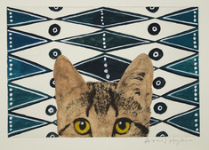 utan titel   (katt framför blåmönstrad bakgrund)