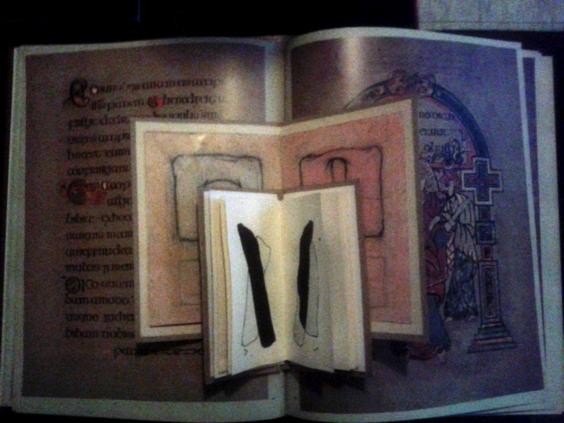 Boken är också en av de starkaste symbolerna för vår moderna civilisation. Bokens historia är en historia om teknisk utveckling och samhällsförändringar, inte minst med politiska och sociala förtecken – en historia om folkbildning och yttrandefrihet. Boken betraktas kanske fortfarande främst som en behållare av information och som en distributionsform, även om det idag finns många andra betydligt effektivare sätt att sprida information, men med tiden har den digitala utvecklingen gjort att bokens egenskaper som objekt har blivit alltmer påtagliga även när det gäller traditionell bokutgivning. Allt oftare ser man exempel på grafisk formgivning där bokens materialitet framhävs. Boken som objekt. Att språkmaterialistiska strömningar är starka inom poesin är också ett tidsfenomen. Det växande intresset för att arbeta i bokform bland bildkonstnärer på 2000-talet ligger helt i linje med den utvecklingen. Mångfalden av uttryck och tekniker inom det här området är idag häpnadsväckande. Allt ifrån klammerhäftade digitalt printade fanzines till handbundna böcker i begränsad upplaga, eller rent av unika objekt sida vid sida med print-on-demand-publikationer, går att hitta på dagens mässor. Vill man orientera sig i den flora av bokmässor med olika inriktning som finns, är Bookarts Newsletter, som publiceras på nätet av UWE (University West of England) i Bristol, en fantastisk informationskälla. Artists books är ett begrepp, vars definition ofta har varit föremål för långa och tröttsamma diskussioner, som snarare begränsar än öppnar upp perspektiven. Så är det fortfarande. Genrens historia har skrivits om på många olika sätt. Vissa hävdar med bestämdhet att begreppet artists books hör 60-70-talet till, medan andra pekar på rötter från början av förra seklet – rötter som har betydelse för konstnärer som arbetar i bokform även i dag. Idag finns en flora av särskiljande begrepp, såsom livres d'artistes, bookarts, book related art, book objects, independent publishing, fine print de